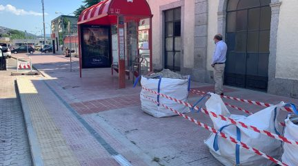Obras para mejorar la accesibilidad en siete paradas de autobús en El Escorial