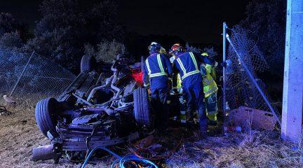 Un joven de 24 años fallece tras salirse de la carretera y volcar su vehículo en Valdemorillo