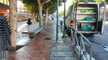 Limpieza intensiva en Valdemorillo para mantener las calles libres de excrementos de palomas y otras aves
