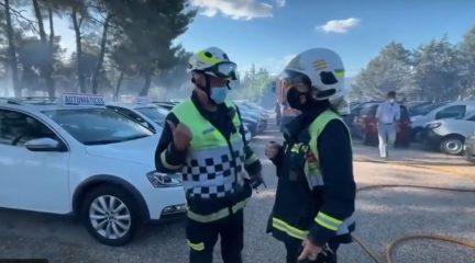 Arden 1.500 metros cuadrados de pasto y dos coches de alta gama en un concesionario de Alpedrete