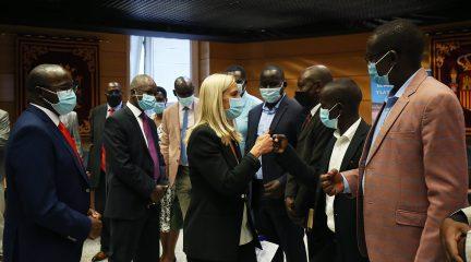 Una delegación de parlamentarios kenianos visita Collado Villalba para conocer el sistema de gestión de residuos