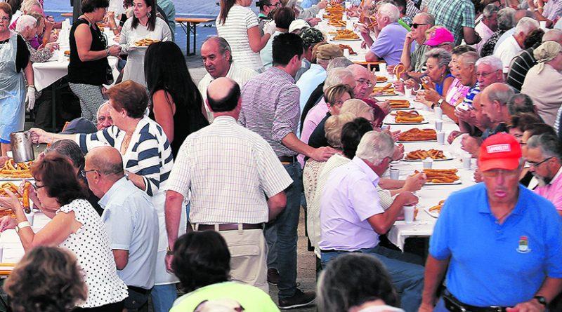 Imagen de archivo de un desayuno celebrado para los mayores de Moralzarzal
